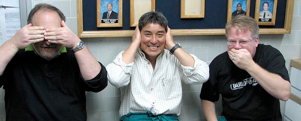 Guy Kawasaki, center, hears no evil (Photo courtesy: https://www.flickr.com/photos/scriptingnews/4090237757/)
