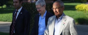 Hillary Clinton campaign chair John Podesta (right) and Apple CEO Tim Cook (centre) leave a Los Altos Hills, Calif. fundraising event in August. (Source)